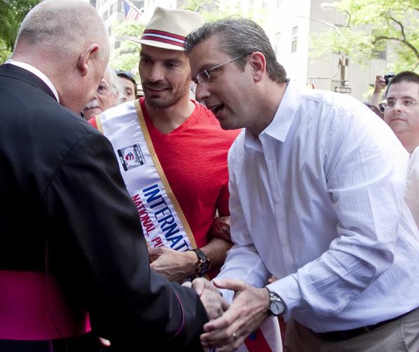 Miles De Personas En La Parada Puertorriqueña De Nueva York