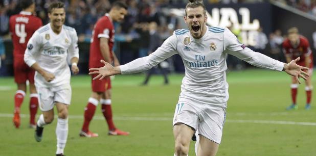 Gareth Bale festeja tras anotar el segundo gol del Real Madrid en la final de la Liga de Campeones ante Liverpool. (AP / Sergei Grits)