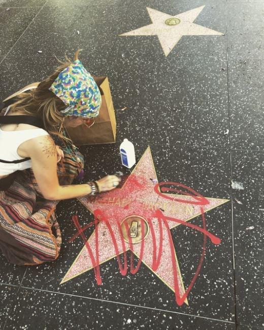Así reacciona Paris Jackson tras vandalismo en estrella de su padre