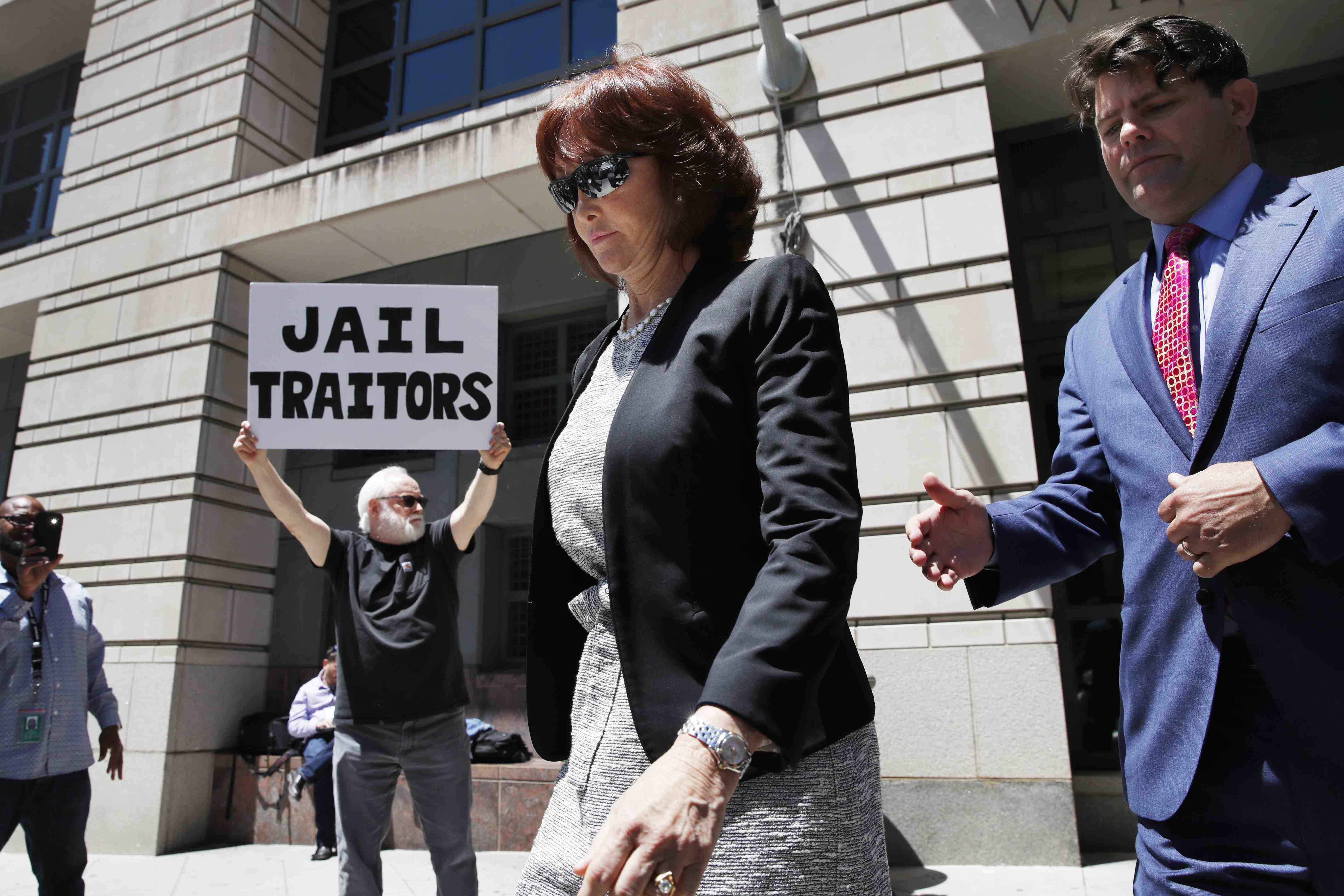 Juez ordena detener a Paul Manafort, exjefe de campaña de Trump