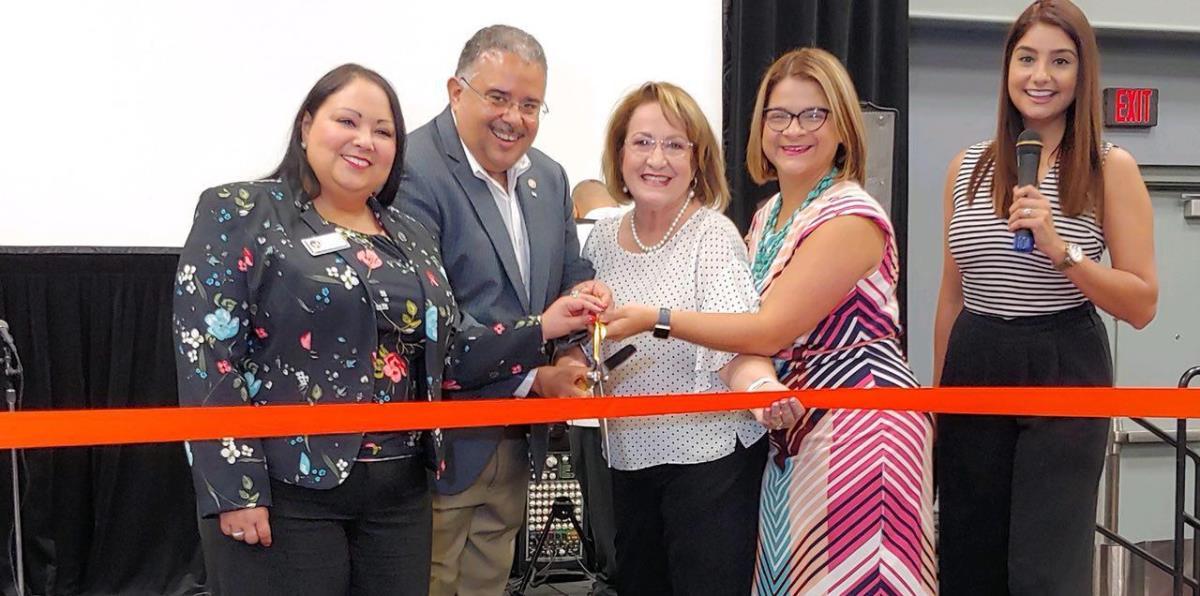Boricuas obtienen documentos vitales en la Florida Central