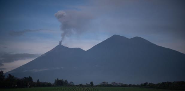 El pasado 3 de junio el cono hizo una violenta erupción que deja al menos 190 muertos, 238 desaparecidos y más de 1.7 millones de afectados, de acuerdo a las cifras oficiales. (EFE)