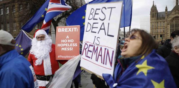 Por otra parte, el máximo tribunal de la Unión Europea falló el lunes que Gran Bretaña puede cambiar de parecer sobre el Brexit, dando esperanzas a quienes desean que el país se quede en el bloque. (AP).
