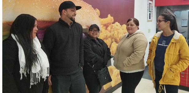 Clara Rodríguez,  Luis Ortiz, Ingrid Bolívar,  Yaeidimar Trinidad y Gabriela Torres hablan sobre el frío en Orlando. (luis.santiago@gfrmedia.com)