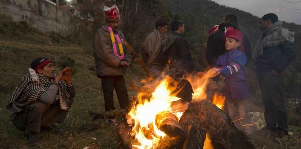 Los participantes vomitaron, se quejaron de agudos dolores estomacales y fueron llevados a hospitales cercanos. (AP)