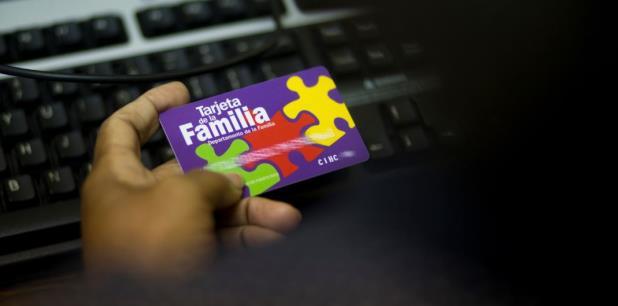 Otra modalidad individual se da cuando los beneficiarios se van del País y no cancelan su tarjeta del PAN, pero solicitan el beneficio en los Estados Unidos y mantienen ambas tarjetas activas. (Archivo)
