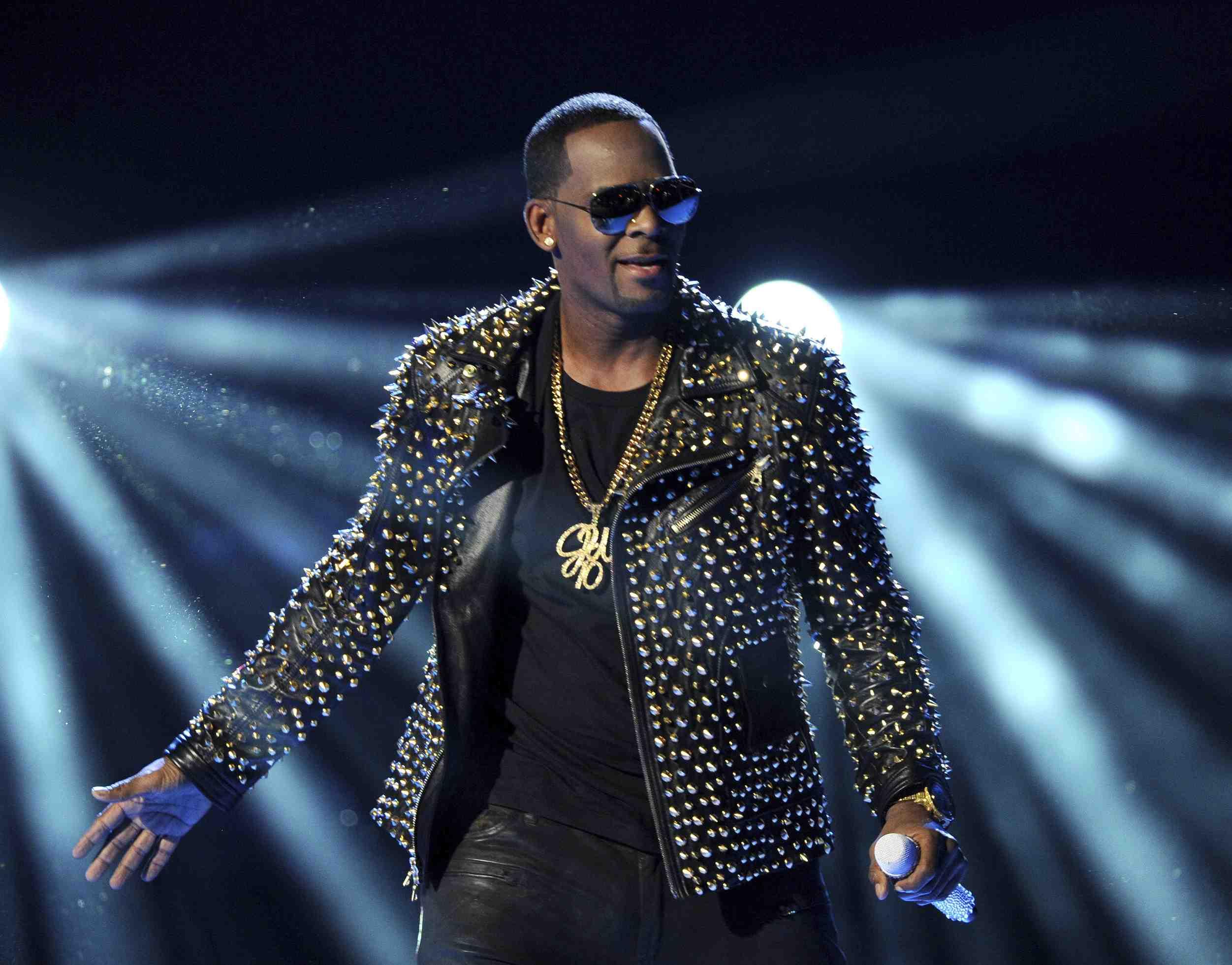 Celine Dion elimina de Spotify su colaboración con R. Kelly