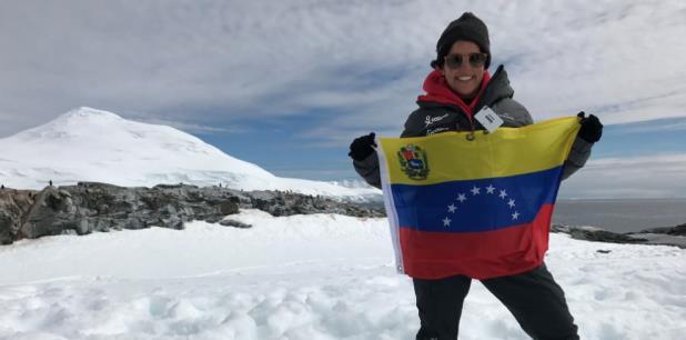 La científica nació en Venezuela, donde obtuvo una licenciatura en Geoquímica, y luego se mudó a Australia para completar un doctorado en Química Aplicada, investigando entornos marinos de hace millones de años fueron afectados por crisis ecológicas. (EFE)