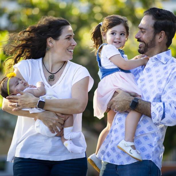 Alfonsina Molinari y Jorge Castro comparten sus vivencias tras la llegada de su segunda hija Elena Isabel.  (tonito.zayas@gfrmedia.com)
