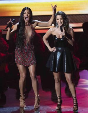 Zuleyka Rivera y la actriz colombiana Carmen  Villalobos se encargaron de la presentación de la velada musical. (tonito.zayas@gfrmedia.com)