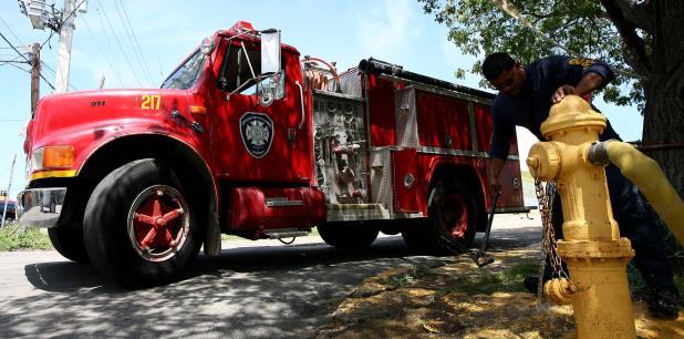 Bomberos de la estación de Aguadilla extinguieron el fuego. (archivo)