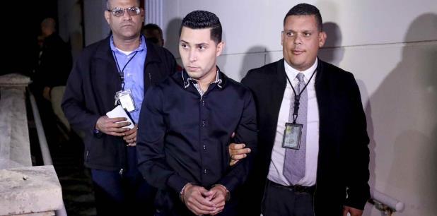 Jensen Medina Cardona fue ingresado el viernes a la cárcel de Bayamón, luego que una jueza le aumentara la fianza por el asesinato de Arellys Mercado Ríos.  (david.villafane@gfrmedia)