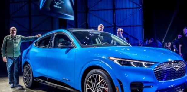 Las primeras unidades del Mustang Mach-E que llegarán a los concesionarios serán de las versiones First Edition, una edición limitada de lanzamiento, y Premium, que estarán disponibles a finales de 2020. (Archivo)