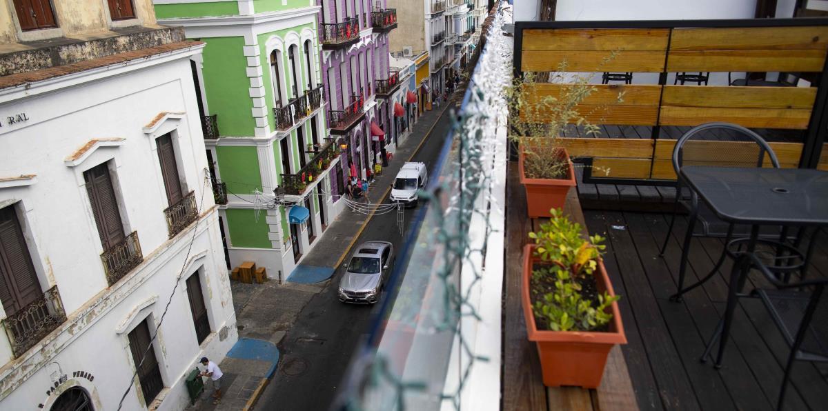 Hombre muere sentado en una calle del Viejo San Juan