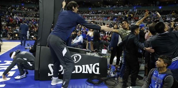 El anuncio se hizo en la Arena Ciudad de México poco antes del inicio del primero de dos partidos de temporada regular de la NBA que Dallas y Detroit disputarán esta semana en la capital mexicana. (AP Photo/Rebecca Blackwell)