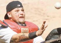 Puerto Rico sigue celebrando los triunfos de sus jugadores en las Grandes Ligas. Con los Guantes de Oro que ganaron este año Yadier Molina y Nolan Arenado, ahora los jugadores isleños y de descendencia boricua han ganado un total de 80 Guantes de Oro en l