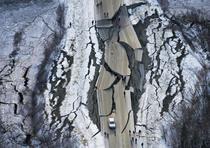 El jefe de policía de Anchorage, Justin Doll, dijo que se le informó que partes de la Autopista Glenn, una vía panorámica que recorre el noreste entre granjas, montañas y glaciares