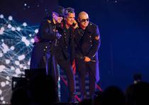 Cuarta función del concierto de Wisin y Yandel en el Coliseo de Puerto Rico. En la foto, Yandel, Carlos Vives y Wisin. (Suministrada / Christian Miranda)