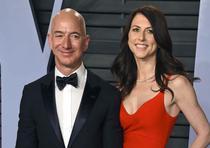 El hombre más rico del mundo, Jeff Bezos, y su exesposa MacKenzie fueron los protagonistas este año del divorcio más caro de la historia. MacKenzie tendrá acceso al 4% de las acciones de Amazon y se estima que su riqueza sea de al menos $35 millones. (Arc