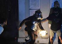 La calle Fortaleza fue escenario una vez más de situaciones y altercados entre la policía y las personas que se han manifestado por más de una semana pidiendo la renuncia del gobernador Ricardo Rosselló. (luis.alcaladelolmo@gfrmedia.com)