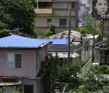 Miles viven bajo toldos a nueve meses del huracán María