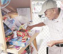 Don Pancho aferrado a su esquinita de siete décadas en San Germán