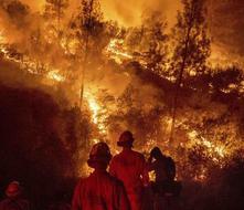 Bombero muere en el incendio más grande de la historia de California