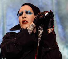 Marilyn Manson se desmaya en tarima