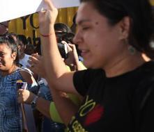 Salvadoreña condenada a 30 años por aborto queda libre