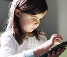 Aleje a los niños de la TV, videos y toda pantalla, pide la OMS