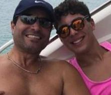 Chayanne y su hijo Lorenzo enseñan sus cuerpazos