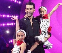 Alaia baila con su padre y se roba el show