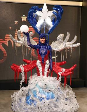 baa0976d0 Los flequillos plateados representan las lágrimas de la diáspora.  (vanessa.serra gfrmedia.com). Miss Universe Puerto Rico 2018 ...