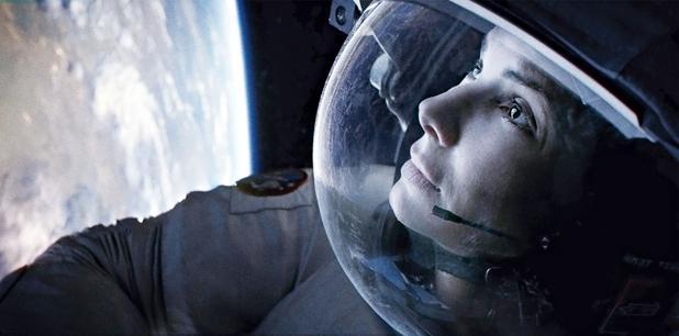 GRAVITY.- Dirigida por Alfonso Cuarón. Protagonizada por Sandra Bullock y George Clooney. Clasificada PG-13. Duración: 90 minutos.
