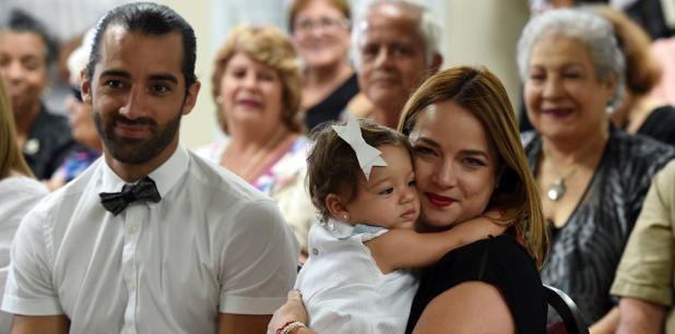 Uno de los rotativos más importantes de España reseña una publicidad con fotos a colores de la niña de madre boricua y padre español. (andre.kang@gfrmedia.com)