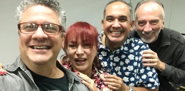 Los actores Herbert Cruz, Gerardo Ortiz y Carlos Esteban Fonseca se grabaron maneando las nalgas al son de uno de los éxitos de Iris Chacón.  (Suministrada)