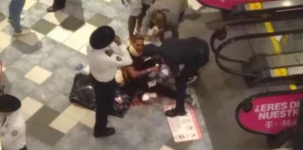 Los hechos ocurrieron el pasado sábado en Plaza las Américas. (Captura)