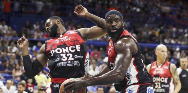 Adrian Uter y Will Daniels de los Leones de Ponce. (teresa.canino@gfrmedia.com)