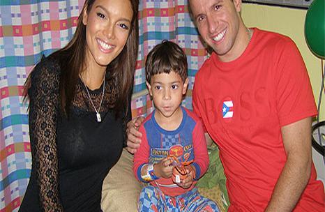 Zuleyka Rivera Y José Juan Barea Visitan A Los Niños Del San Jorge