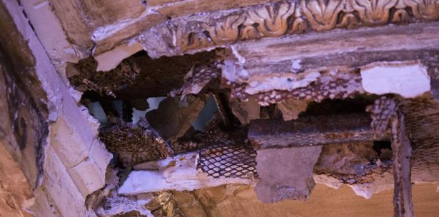 Se cae un canto del techo en hemiciclo del Senado