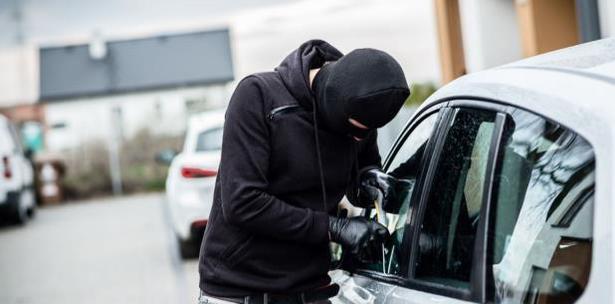 3bbcc2854 Pillos se las ingenian para robar carros