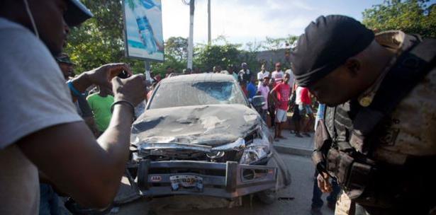 Image result for Un vehículo del gobierno pierde el control y mata a seis