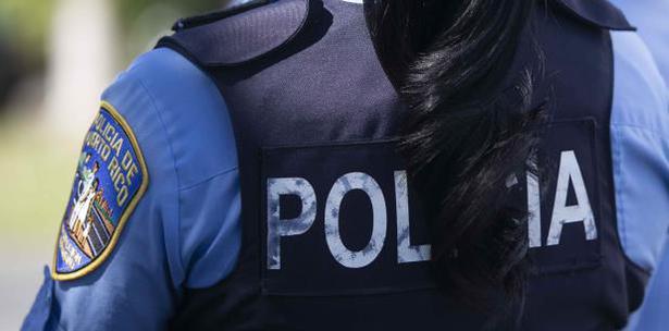 Golpea A Mujer Policía Mientras Investigaba Querella Por