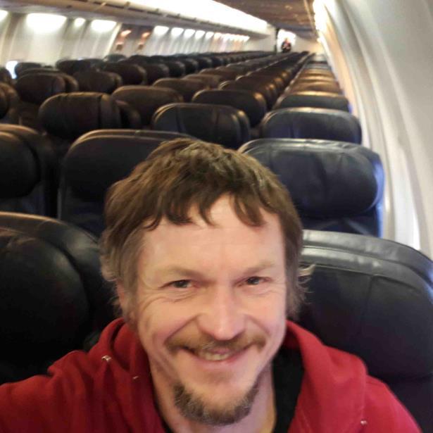 Un Boeing viaja con un solo pasajero de Lituania a Italia