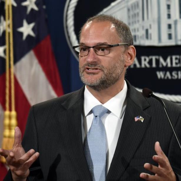 Destituyen al jefe de prisiones de EEUU luego de muerte de Epstein