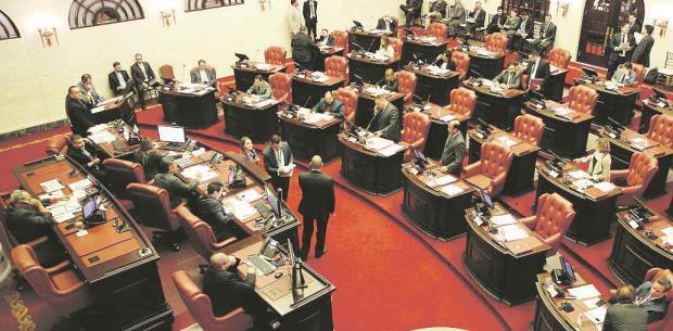 Legisladores suman y restan para no afectar empleados