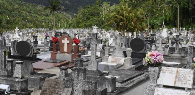 Mudarán cadáveres de Lares a una fosa común