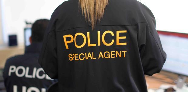 Policía halla caja con $400,000 en efectivo