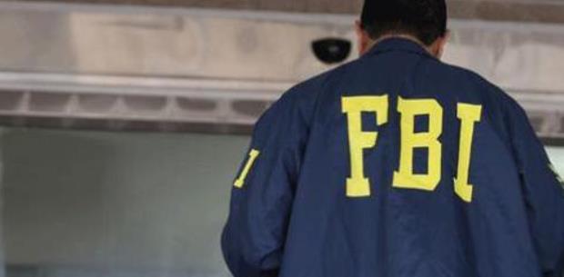 FBI allana residencia por presunta esclavitud