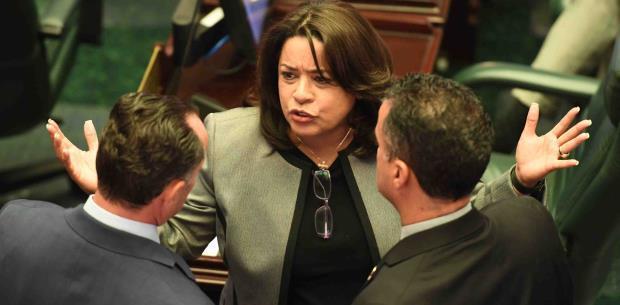 Cámara va por encima del veto del gobernador en proyecto que restringe aborto